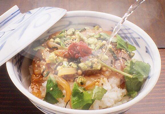 写真:九州長崎県壱岐 平山旅館の島茶漬け(鯛・烏賊)