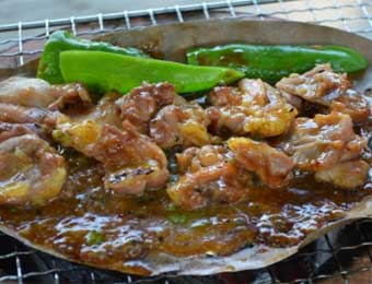 写真:こだわりの味噌に漬け込んだ薩摩地鶏の味噌漬け
